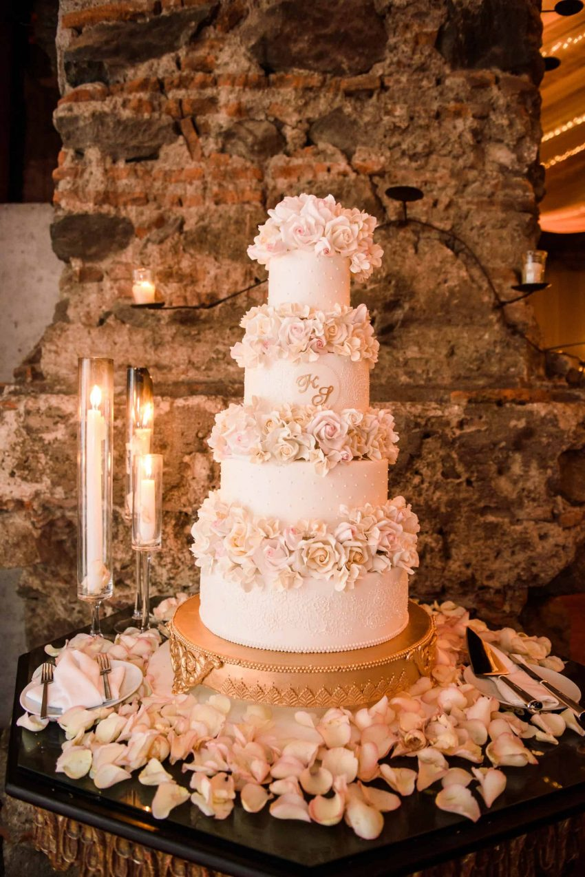 5 Uniquely Amazing Wedding Cake Flavors You Need to Try